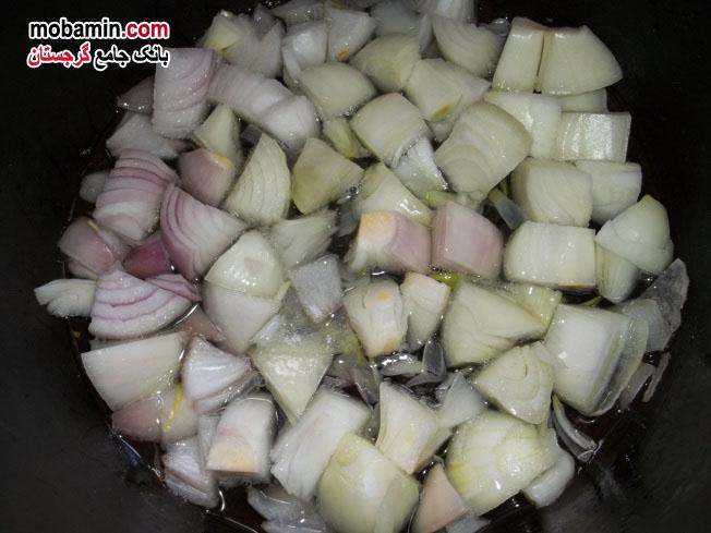 """طرز تهیه ی """"بادمجان به همراه سبزیجات و گوجه"""" غذایی گرجستانی"""