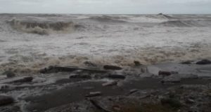 شنا در سواحل دریای سیاه منطقه آجارا به دلیل انتظار طوفان ممنوع شده است