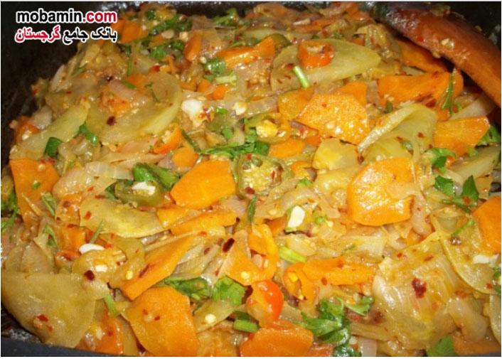 طرز تهیه گوجه ی سبز سرخ شده به همراه پیاز و هویج از غذا های گرجستان