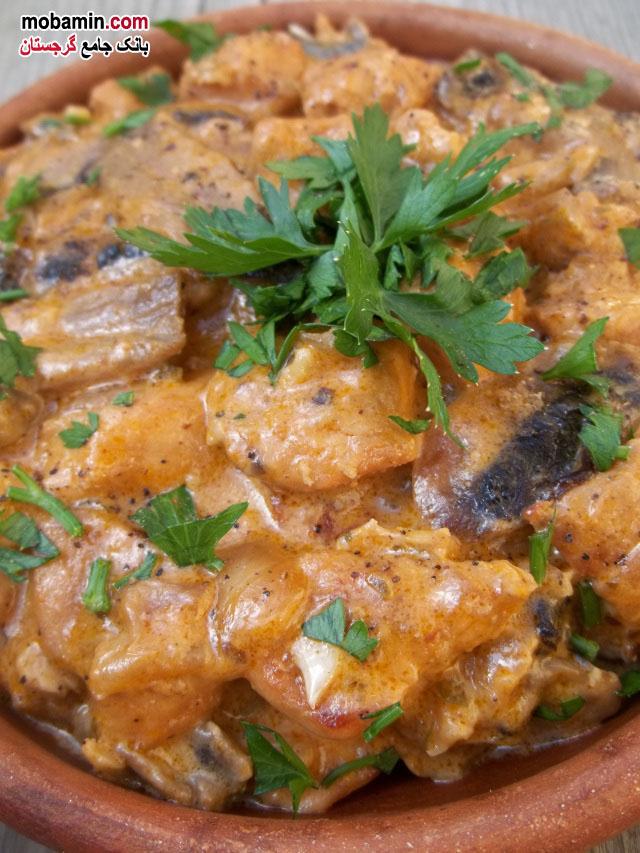 طرز تهیه ی مرغ به همراه قارچ و چاشنی آجیکا، از غذا های گرجستان