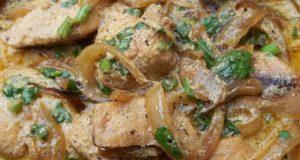 طرز تهیه ی مرغ و خامه ی ترش و ادویه جات غذای گرجستانی