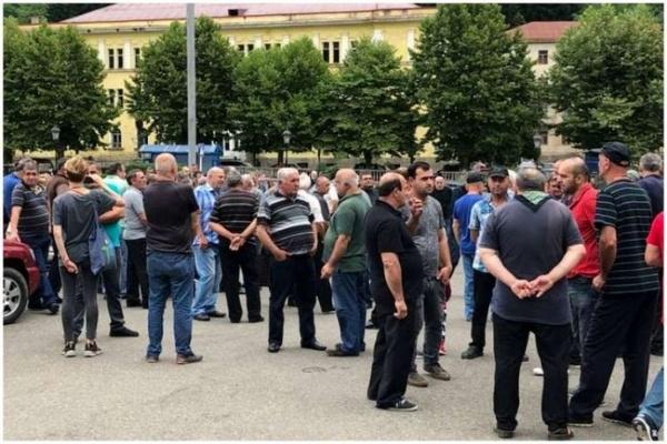 کارگران زغال سنگ گرجستان در اعتراض به رعایت نشدن شرایط ایمنی تجمع کردند