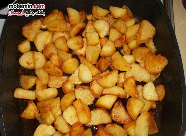 طرز تهیه ی سیب زمینی و نمک سوانتی از غذا های گرجستان