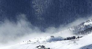 گردشگران گرفتار شده به دلیل ریزش کوه منطقه توشتی